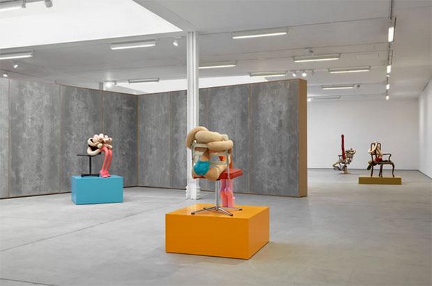 vishopmag-escaparatismo-escaparates-retaildesign-art-sarah-lucas-honey-pie-sadie-coles-hq-exhibition-3