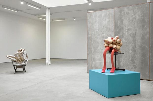 vishopmag-escaparatismo-escaparates-retaildesign-art-sarah-lucas-honey-pie-sadie-coles-hq-exhibition-4