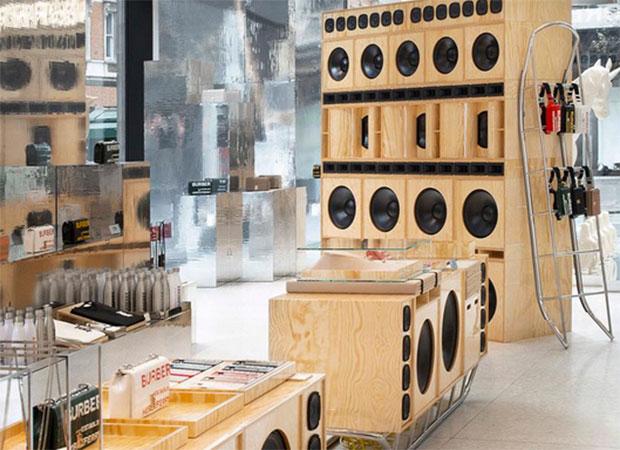 vishopmag-escaparatismo-escaparates-visual-display-burberry-selfridges-corner-shop-london-pop-up-store-2