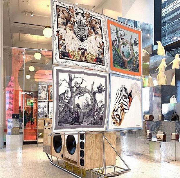 vishopmag-escaparatismo-escaparates-visual-display-burberry-selfridges-corner-shop-london-pop-up-store-4