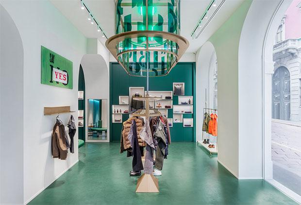 vishopmag-escaparatismo-escaparates-visual-display-concept-clothing-store-cocktail-bar-milan-2